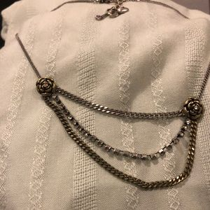 Jewelry - Tiered rose silver necklace
